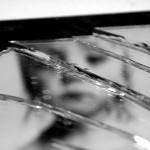 Causes automutilation miroir brisé